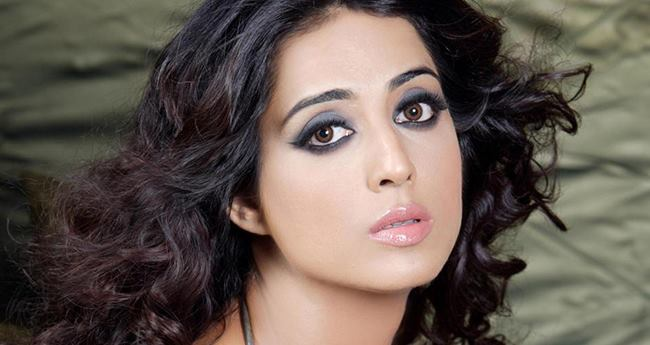"""Mahie Gill opens up about Casting Couch, said """"A director wants to see her how she looks in a nightie"""""""