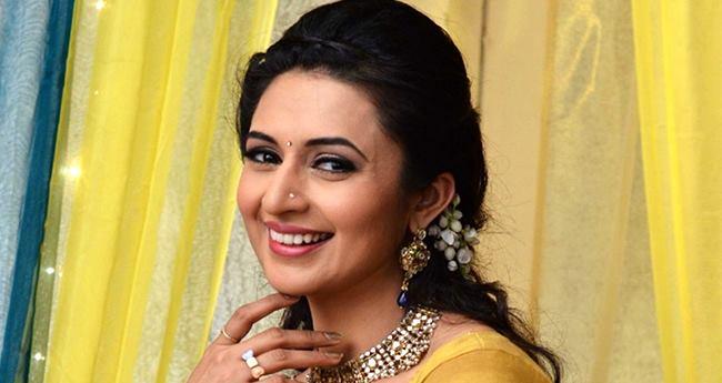 Ye Hai Mohabbatein Fame Divyanka Tripathi Spills Beans On Having A Baby