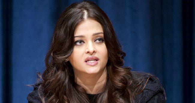 Aishwarya Rai Bachchan Blasts Her PR Team For Her Dull Instagram Debut?
