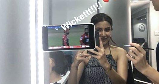 Virat Kohli tweets 'Thanks my love' as Anushka Sharma cheers for him from her vanity van