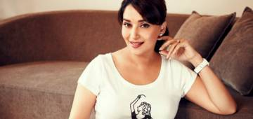 Not Dance Teacher But Madhuri Dixit Will Play A Courtesan In Kalank