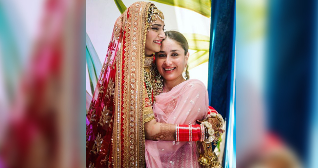 This pic is a proof that Kareena and Sonam are extremely fond of each other