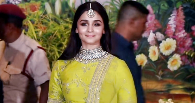 Alia Bhatt's summer outfit collection are setting some major fashion trends