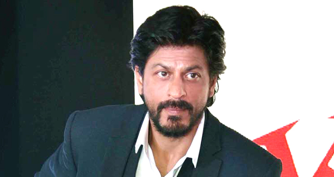 Shah Rukh Khan's reply to a Twitterati when asked on not reacting on political issues is bang on