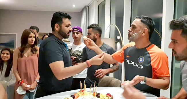 Anushka Sharma's Expression While Looking At The Cake At MS Dhoni's B'day Bash Is Just Hilarious