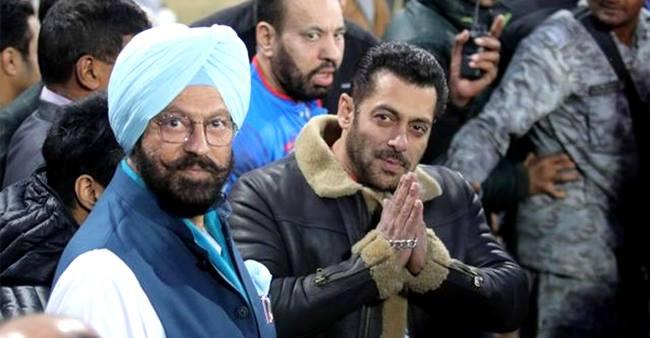 Salman Khan Calls Shahrukh Khan And Aamir Khan A Legend, And Himself Mediocre Talent