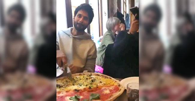 Shahid Kapoor enjoys some tasty pizza and this video will make you enjoy your cheat day too