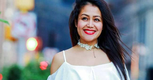 Dance performance of Neha Kakkar on song 'hauli hauli' is making her fans go wow