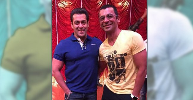 Salman Khan once again goes viral on social media as he speaks about Sunil Grover