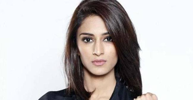 Erica Fernandes celebrates her Birthday with Parth Samthaan in Mussoorie; wishes pour in from Hina Khan and others