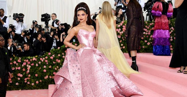 Ranveer Singh's 'Smashing' Comment on Deepika's Marvellous Barbie Look at Met Gala 2019 Fashion Event