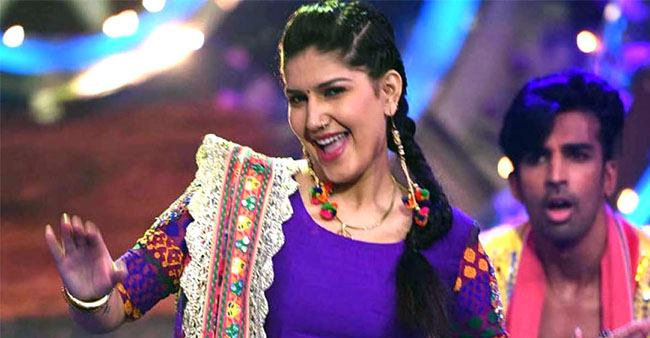 Sapna Choudhary Croons King Khan's Superhit Track from Chamatkar at Stage Show
