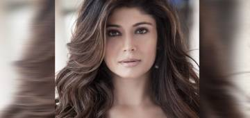 Pooja Batra steals the eyeballs & looks so stunning in her latest photoshoot