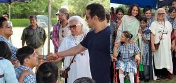 Salman, Sonakshi bond with special children on Dabangg 3 sets; Bina Kak shares pics
