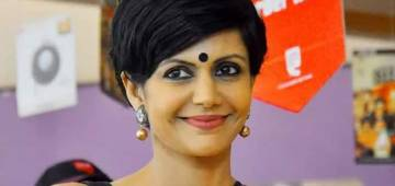 Workout videos of Mandira Bedi that will convince you 'to commit to be fit'
