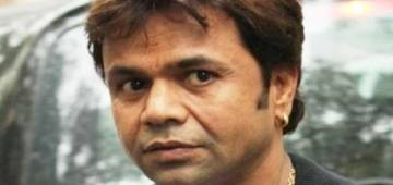 Rajpal Yadav loses his calm as fan tried to click a selfie; Throws his phone away