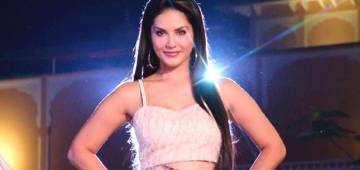 Get perfect mid-week motivation for fashion goals by Sunny Leone