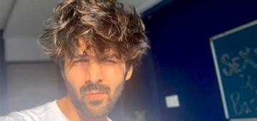 Kartik Aaryan Posts Sun-Kissed Pic & Asks Fans To Praise, Writes 'Thodi Tareef Karo Please Bohot Mann Kar Raha Hai'
