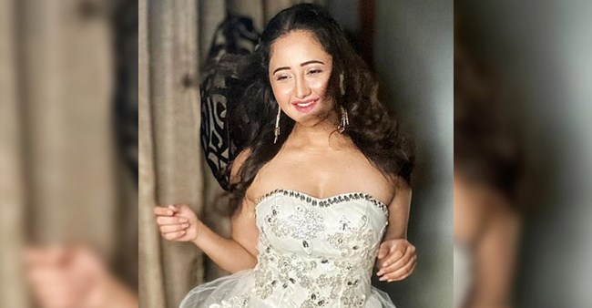 BB13's Rashami Desai Posts An Awe-Inspiring Picture Of Herself Dolled Up Like An Angel