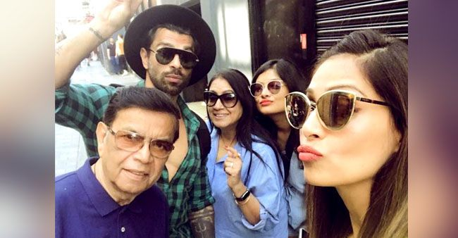 Baba Siddique hosts Iftar Party |Karan Singh Grover And His New Wife