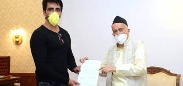 Sonu Sood Bids Goodbye To Migrant Workers This Morning; Meets Maha Gov & Gets Praises From All Sides