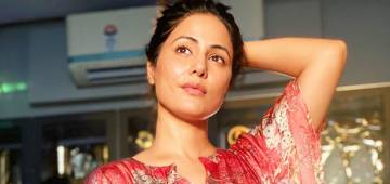 Hina Khan looks beautiful as she flaunts her style in a floral kaftan; See pics