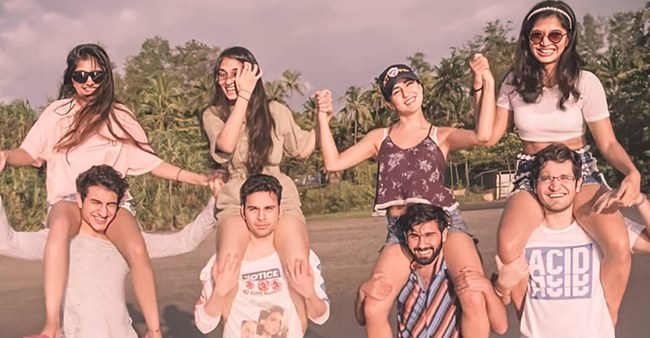 Sara Enjoyed A Goa Holiday Recently With Brother Ibrahim & Her Besties & They Surely Had A Great Time