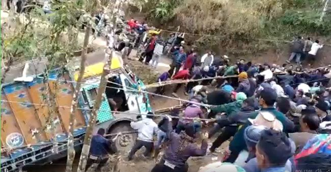 Crowd Pulls Truck Out Of Deep Gorge In Nagaland Using Ropes; Video Turns Viral