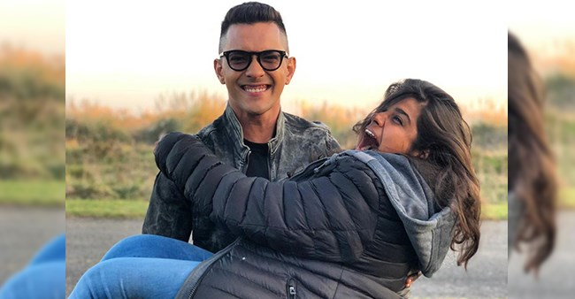 Aditya Narayan expresses love to wifey, shares romantic picture of kissing her