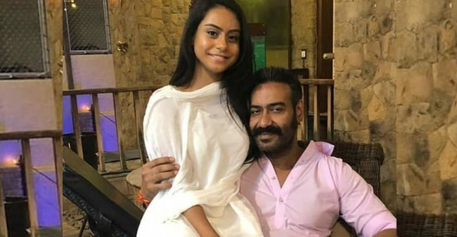 Ajay Devgn and Kajol's Daughter Nysa Flaunts Her Washboard Abs In Latest IG Post; Leaves Netizens Amazed