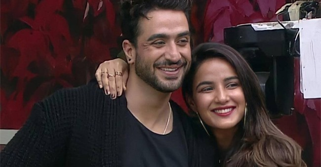 BB14 Fame Jasmin Bhasin Prepares Iftari For Her Boyfriend Aly Goni; Latter Shares Pictures With IG Fam