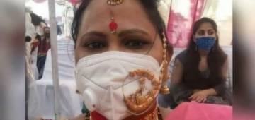 IPS Officer amused by 'Jewellery Jugaad' photo of woman wearing gold 'Nath' on top of mask; shares the image on Twitter