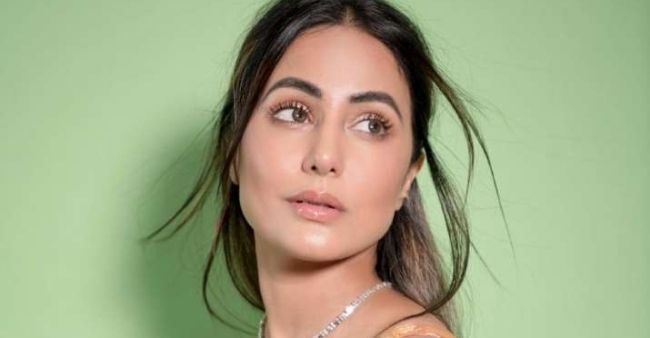 Hina Khan posts gorgeous selfies on her Instagram handle, fans are loving her glow
