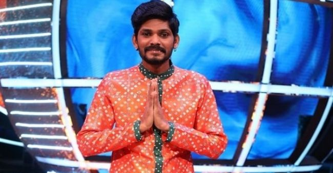 Indian Idol contestant Sawaai Bhatt receives grand welcome at home after his elimination from the show
