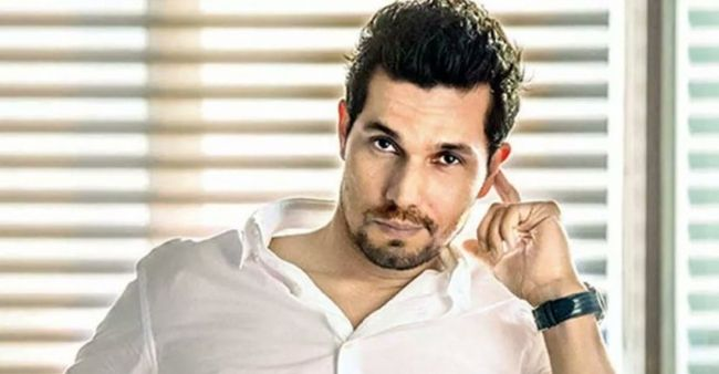 """Being a celebrity is a """"secondary thing"""" in such a crisis, says Randeep Hooda"""
