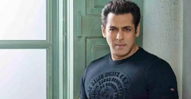 [Photos] Salman Khan looks unrecognisable in pics leaked from Tiger 3 shoot; Fans go gaga over goes viral pics